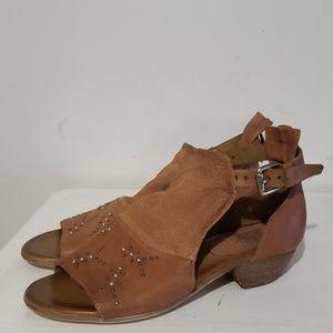 Miz Mooz NYC Tan Studded Leather Sandals Sz 7